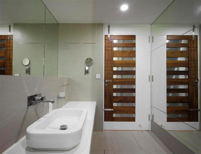 31a  parents bedroom toilet