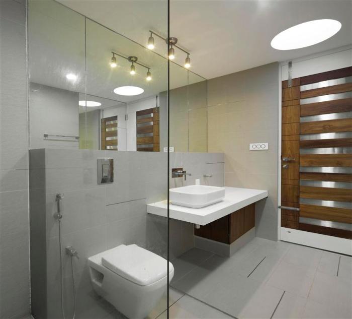 31b  parents bedroom toilet