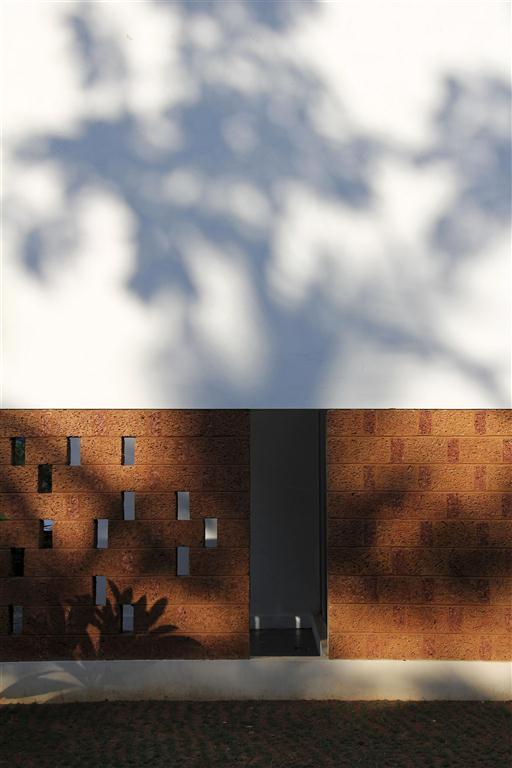 90a play of shadows
