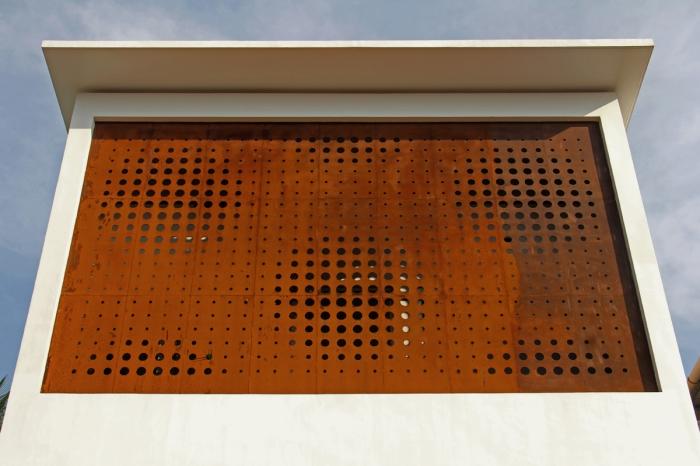 02 - Exterior (Outside) d01 (LRa)